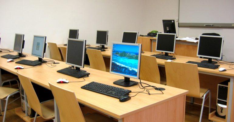 computer-room-1242684-V2